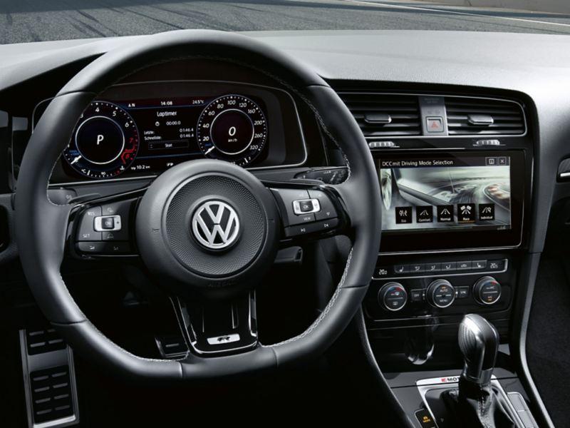 Direksiyon, Active Info Display ve Discover Pro ile Volkswagen Golf R kokpiti