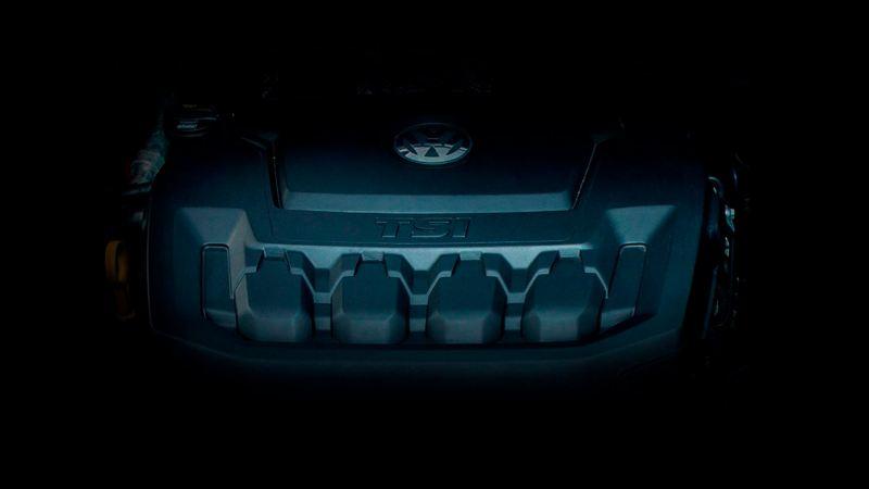 Motor TSI de Volkswagen en la penumbra visto desde un ángulo frontal