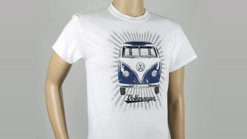 Playera blanca con estampado de combi disponible en colección Vintage de VW Collection