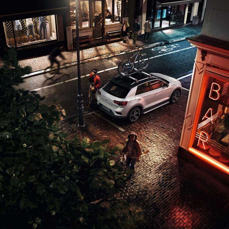 Sykkelholder og sykkelstativ på taket til VW Volkswagen T-Roc SUV