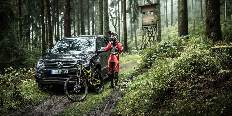 Christian Junker ends his bike tour on his Tiguan 1, which brings him home reliably - Volkswagen older models