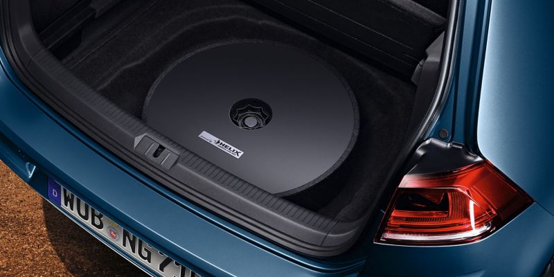 A VW car with the Plug & Play sound system inside the trunk – VW Accessories
