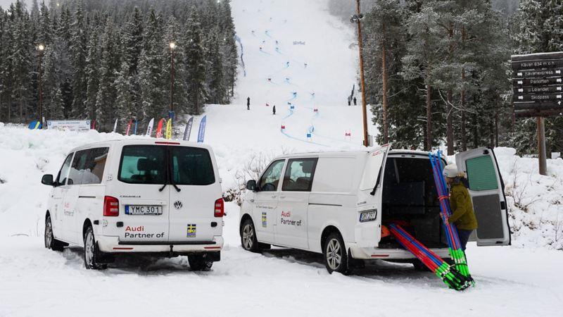 Bussarna är med oss överallt. Alpina skidlandslaget.