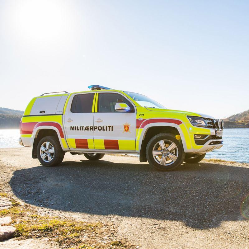 vw Volkswagen Amarok pickup militærpoliti utrykningskjøretøy påbygg Drøbak Oscarsborg brygge sjø fjord granskog fjell norsk natur