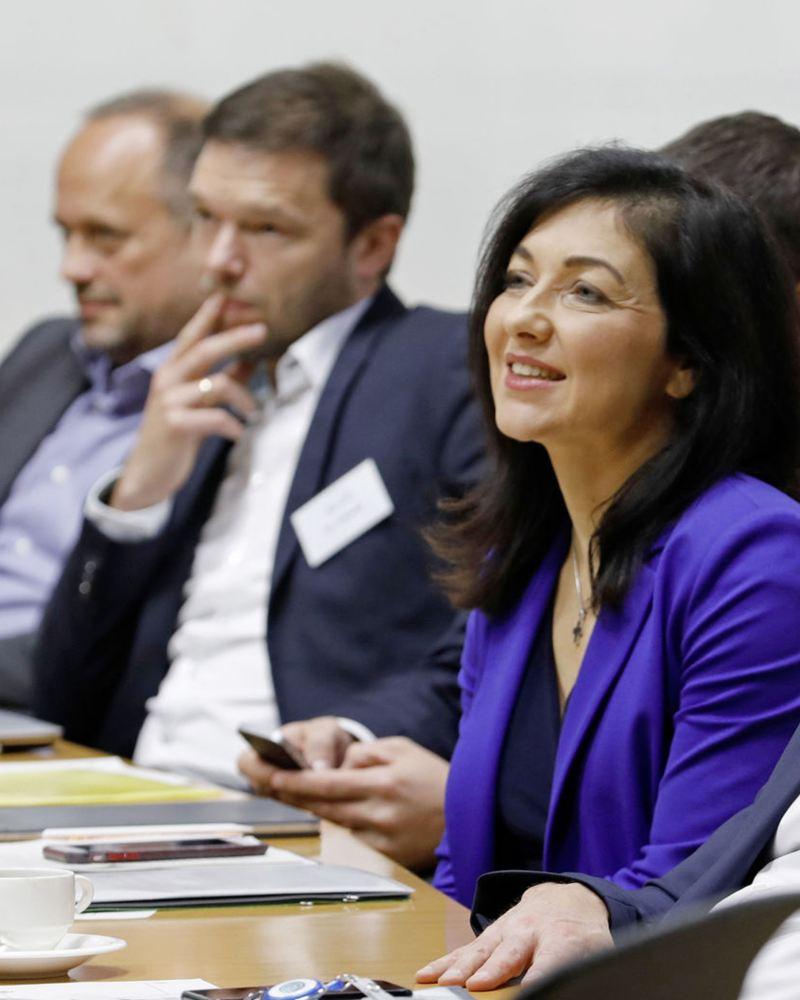 Katharina Reiche, Hauptgeschäftsführerin VKU und Thomas Ulbrich, Vorstand E-Mobilität der Marke Volkswagen