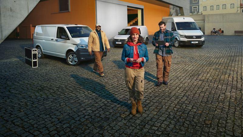 Volkswagen Transporter, Caddy, Crafter outside building
