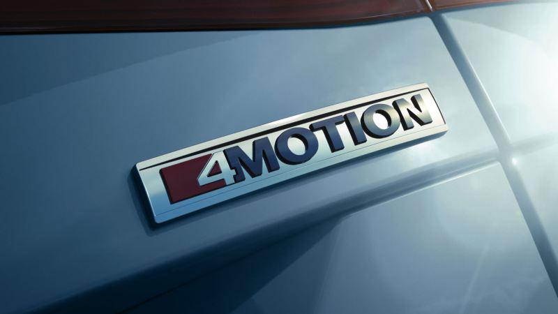 Detalle del logo del sistema de tracción 4Motion del Volkswagen Tiguan