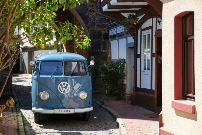 Volkswagen Bulli w uliczce