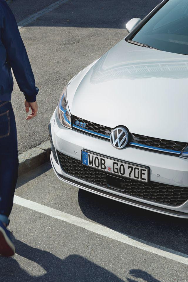 volkswagen e-golf aparcado en la ciudad