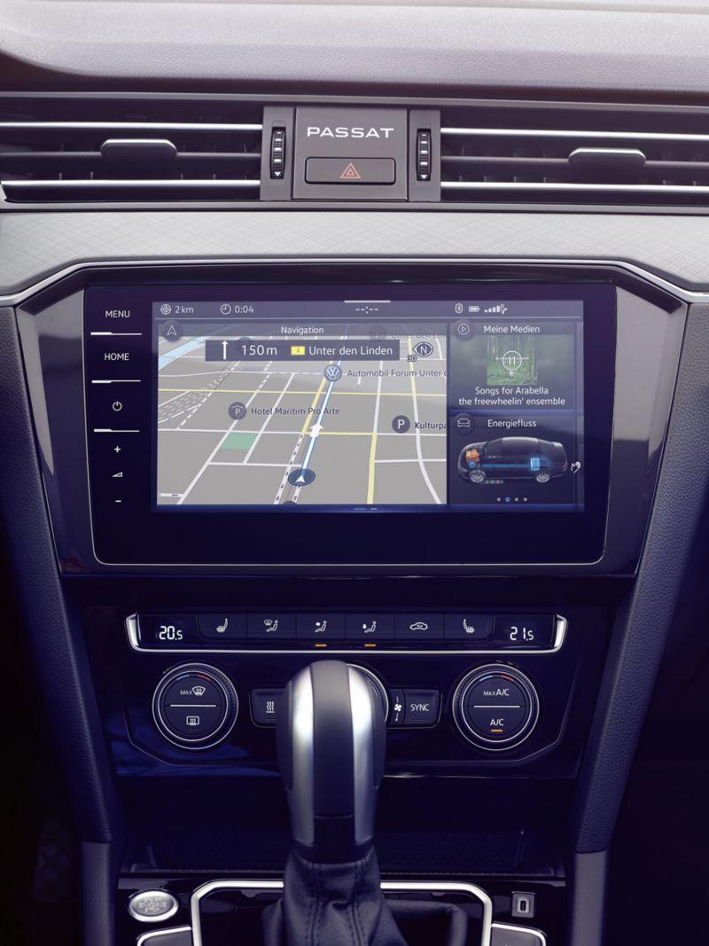 Vista de la pantalla del Volkswagen Passat Variant con el sistema de navegación