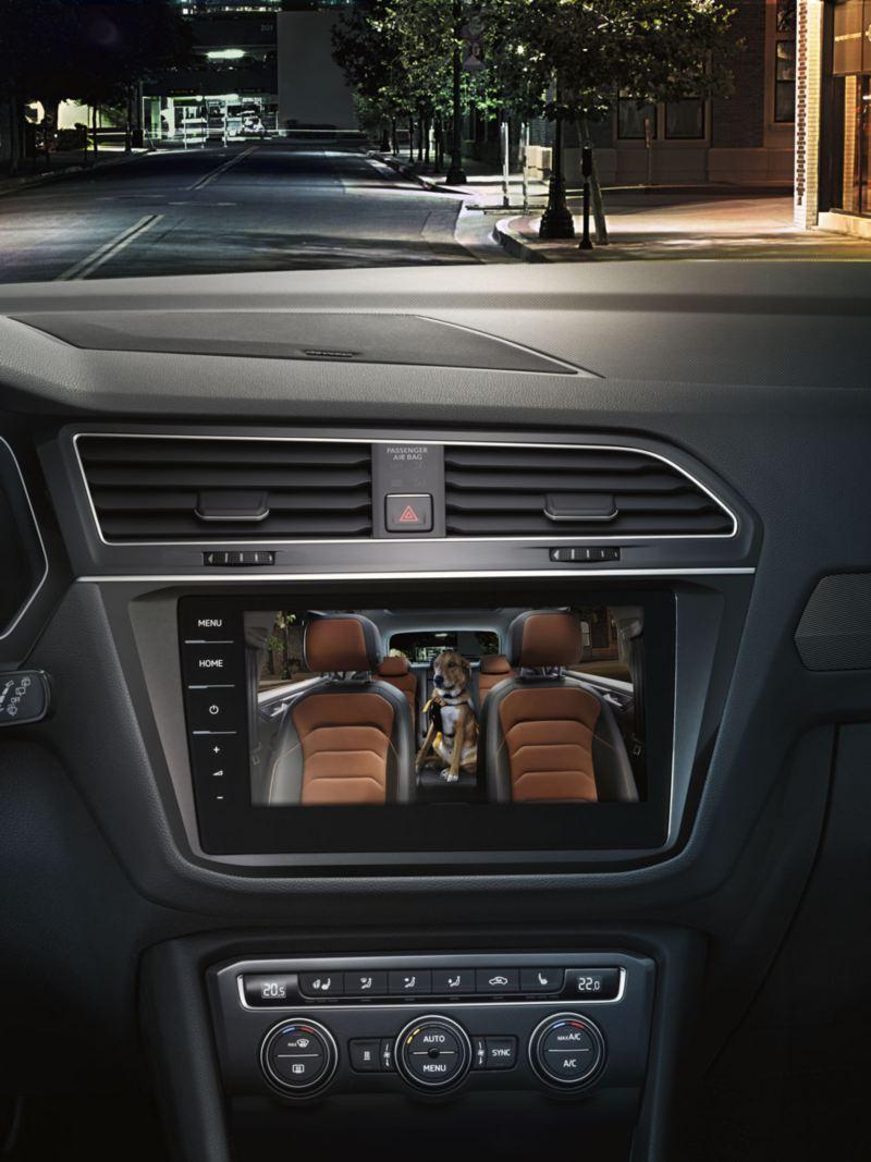 Pantalla del Volkswagen Tiguan mostrando los asientos posteriores