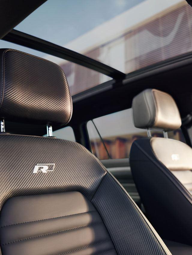 Detalle de los asientos delanteros R del Volkswagen Passat Variant