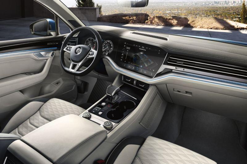 Interior del Volkswagen Touareg, puesto de conducción