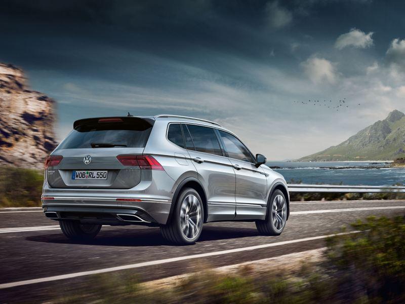 Volkswagen Tiguan in marcia su strada