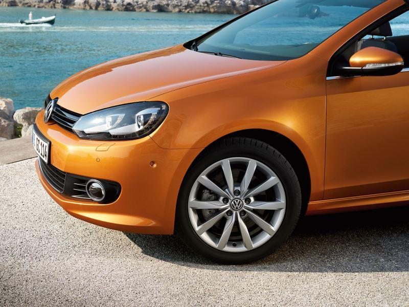 Dettaglio frontale Golf 6 arancione