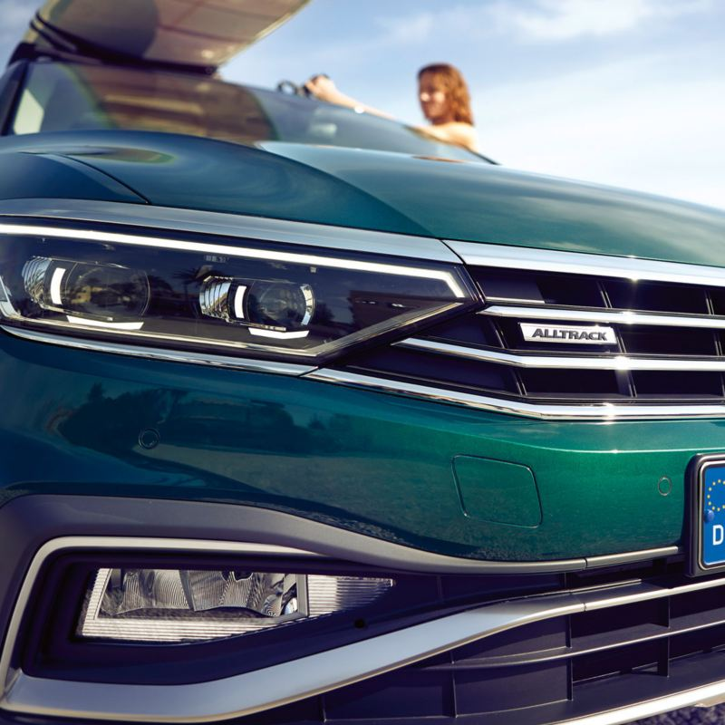 Detalle de los faros del Volkswagen Passat Alltrack