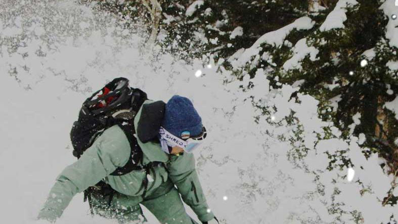 プロスノーサーファーが雪山を「遊び尽くす」スペシャルムービー。Jazzy Sport限定Tシャツプレゼントも!
