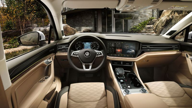 Vista interior del puesto de conducción del Volkswagen Touareg