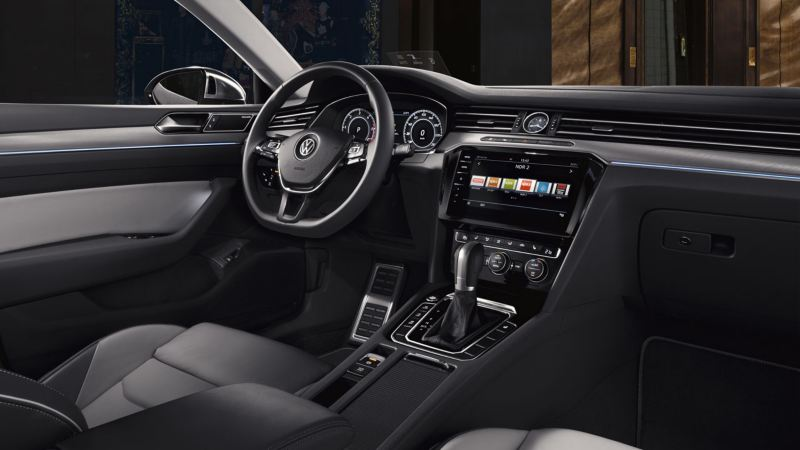 Diseño interior del puesto del conductor de Volkswagen de Arteon