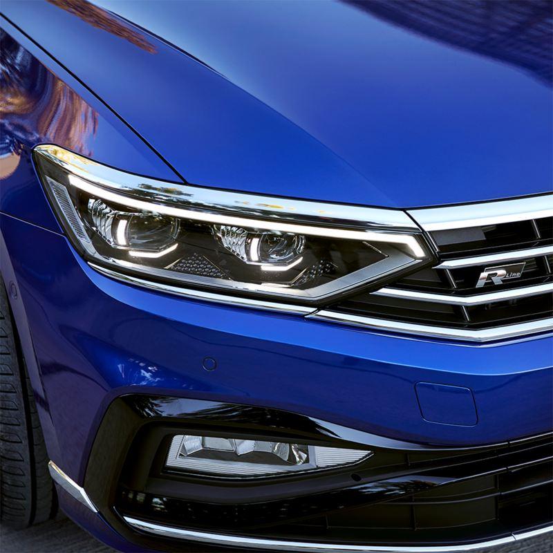 Detalle de los faros del Volkswagen Passat Variant
