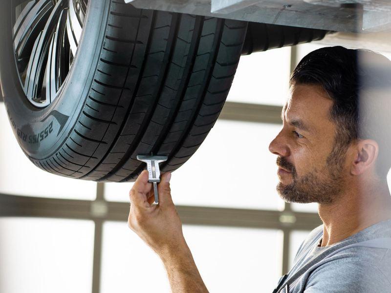 Ispezione battistrada pneumatici - Volkswagen Veicoli Commerciali