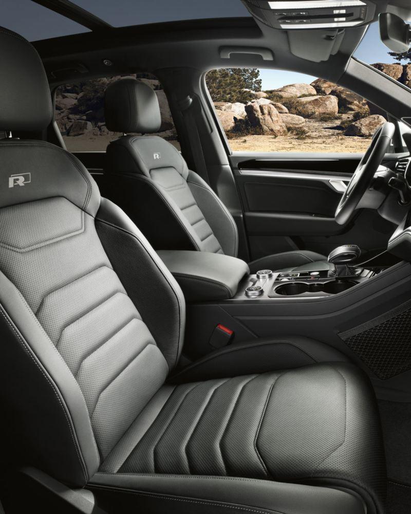 Vista de los asientos delanteros del Volkswagen Touareg