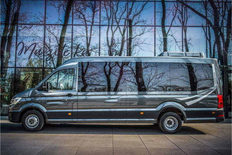 Volkswagen Crafter w zabudowie autobus.