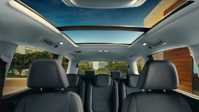 Techo solar panorámico del Volkswagen Sharan visto desde dentro
