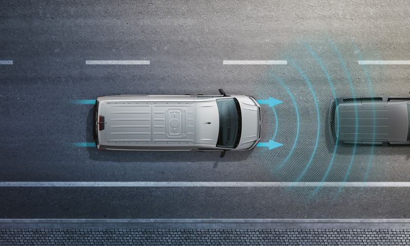 當駕駛人倒車駛離停車位或巷道時,後保險桿上的雷達將會偵測後方側向來車,並於距離過近時提醒駕駛人;假設駕駛人未及時做出反應,系統將會視情況啟動煞車輔助,使意外風險降低。