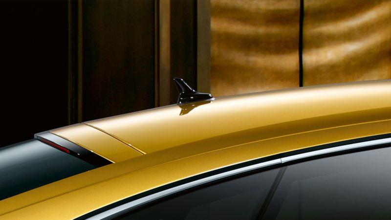 Seitenansicht des VW Arteons R-Line, Detail Dach mit Diversity-Antenne