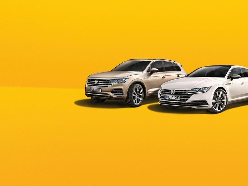 Volkswagen Arteon und Tourareg mit orangem Hintergrund