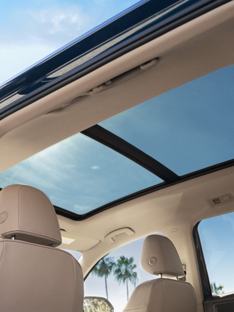 The panoramic sunroof of the Atlas