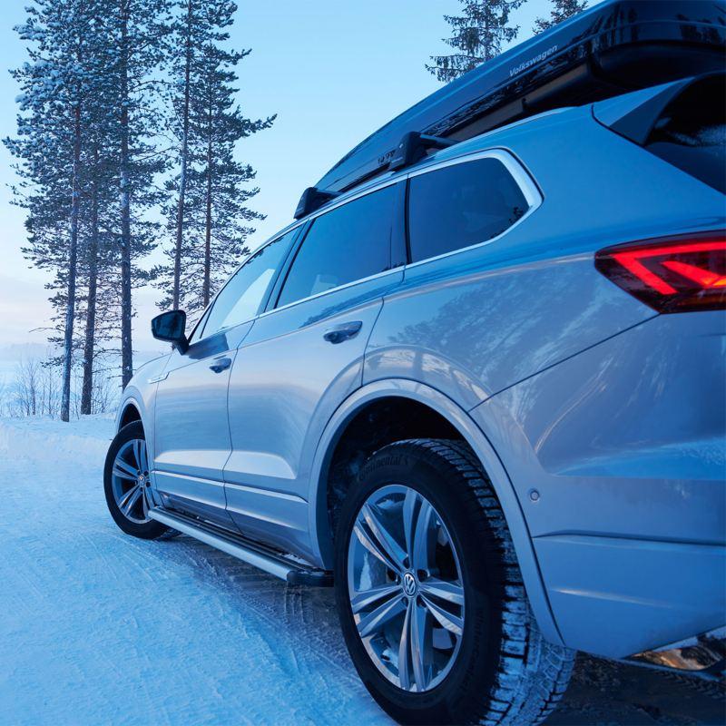Volkswagen in contesto offroad innevato