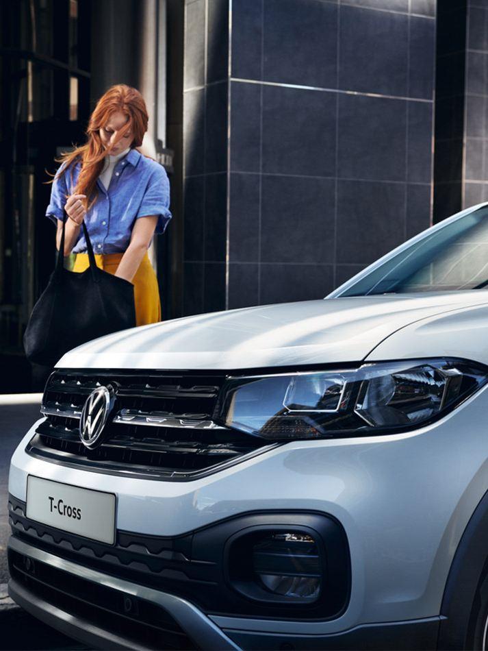 Promozioni generale Volkswagen Ragazza vicino T-Cross