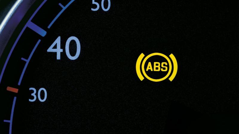 Antiblockiersystem (ABS) Kontrollleuchte in einem Volkswagen