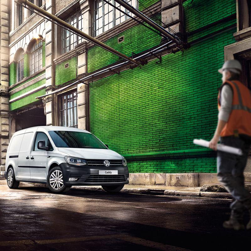 vw Volkswagen Caddy liten varebil 4x4 firehjulstrekk 4MOTION 4x4 firehjulstrekk murbygg grønn murstein veiarbeider refleksvest