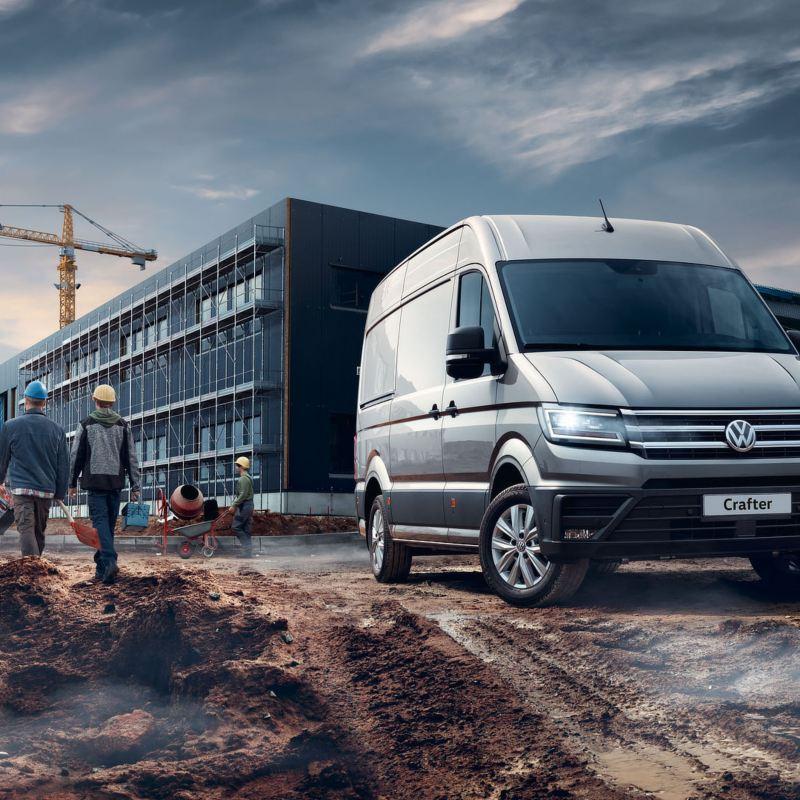 Volkswagen Crafter Furgone in un cantiere.