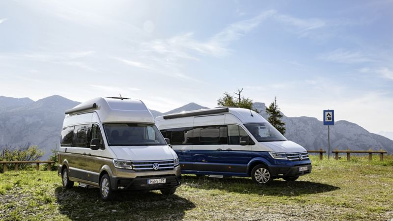 Volkswagen Utilitaires Grand California camping car nature bleu blanc