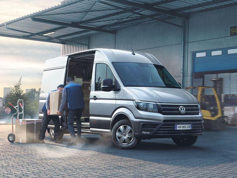 Vue de profil  du Volkswagen Véhicules Utilitaires Crefter Van gris chantier