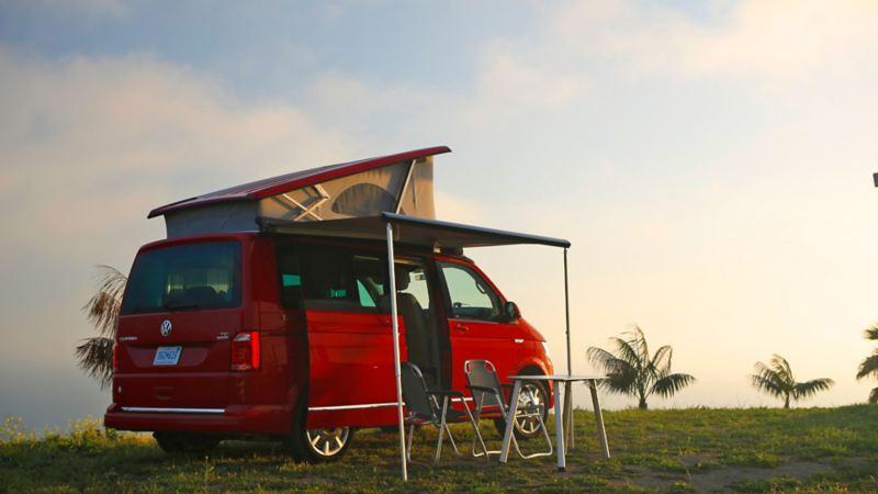Camping med California - uppfällt tak