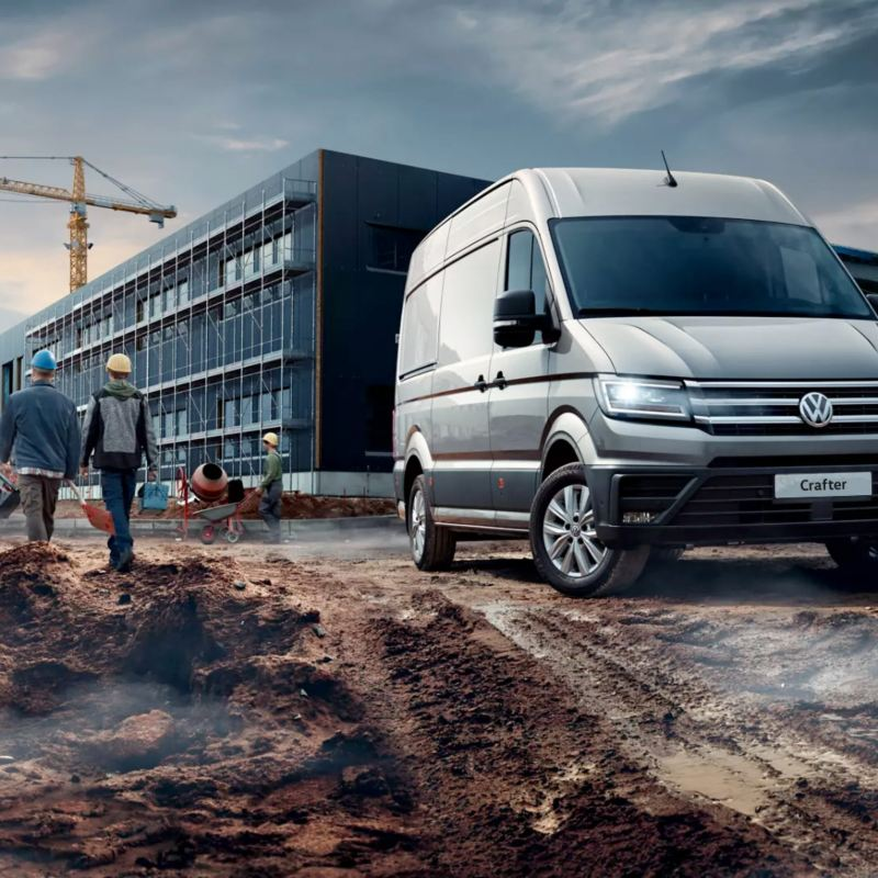 vw Volkswagen Crafter 3-seter stor varebil kassebil varebil på en byggeplass