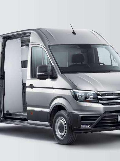 Carrinha VW Crafter adaptada para serviços profissionais de transporte de mercadorias.
