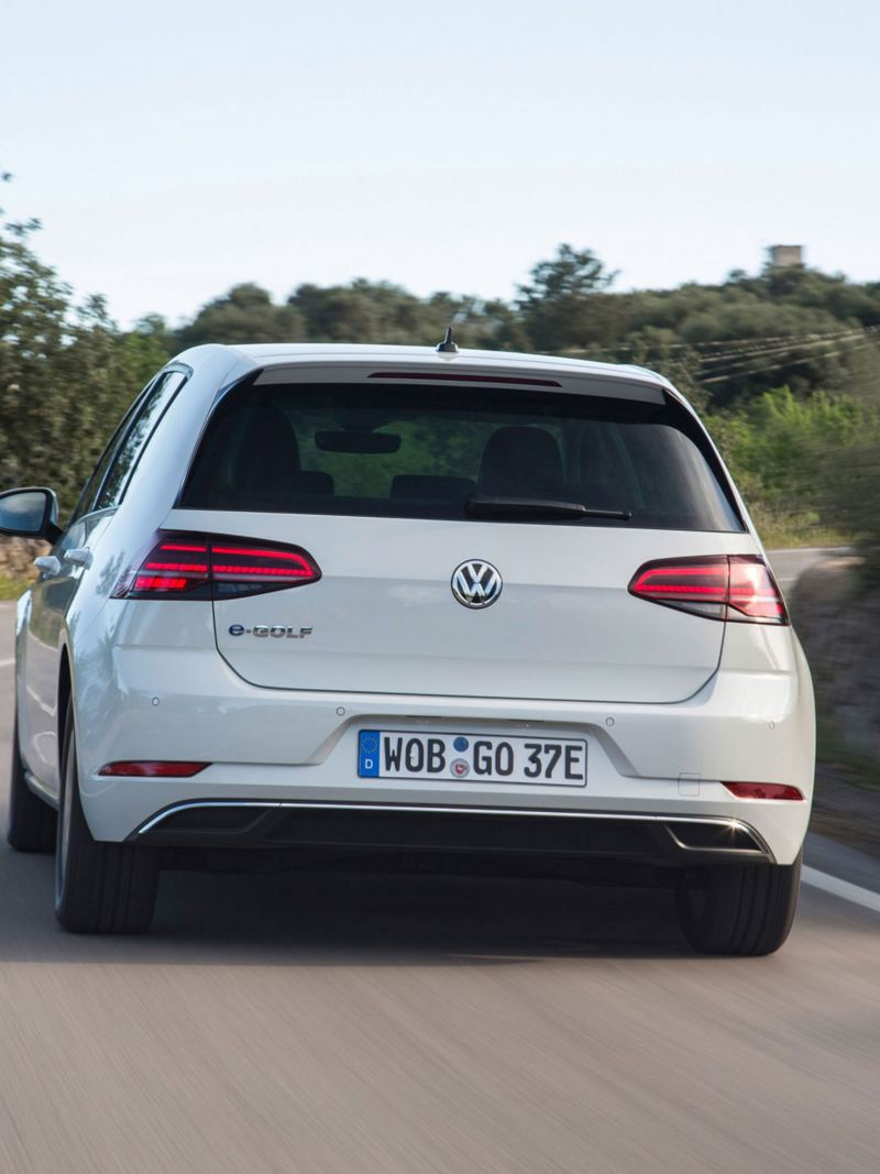 driving VW e-Golf