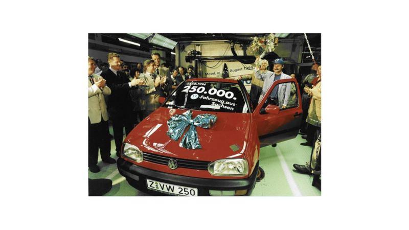 Sierpień 1994 r: z taśm zjeżdża 250-tysięczny samochód wyprodukowany w Saksonii