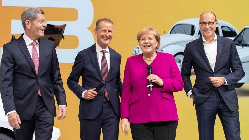 Bundeskanzlerin Merkel am Volkswagen Stand bei der IAA in Frankfurt