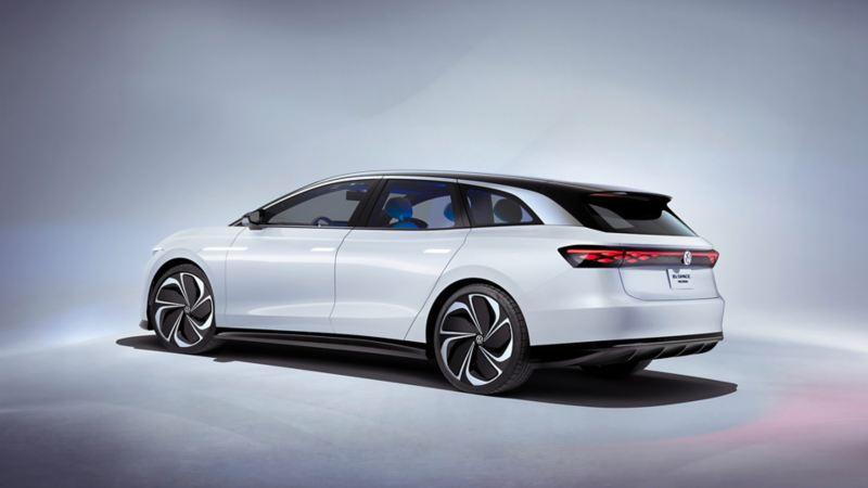 Volkswagen ID. SPACE VIZZION konsept-elbil bakfra i studio