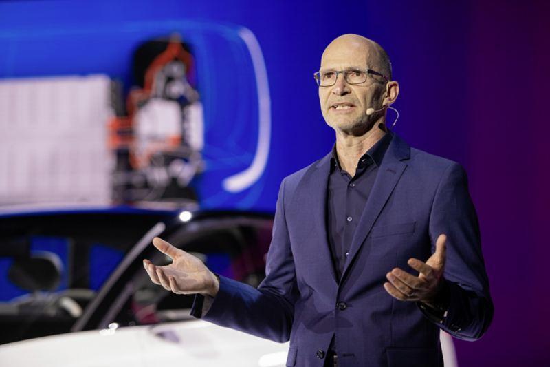 Klaus Bischoff, główny stylista Volkswagena