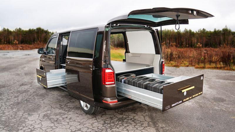 vw Volkswagen beige brun Transporter T6 med smartfloor billinnredningsskuff varerom