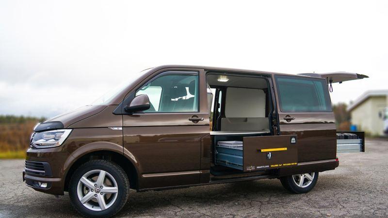 vw Volkswagen beige brun Transporter T6 med smartfloor billinnredningsskuff