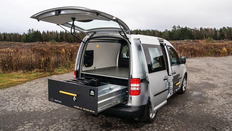 vw Volkswagen grå Caddy med bilinnredning fra Smartfloor